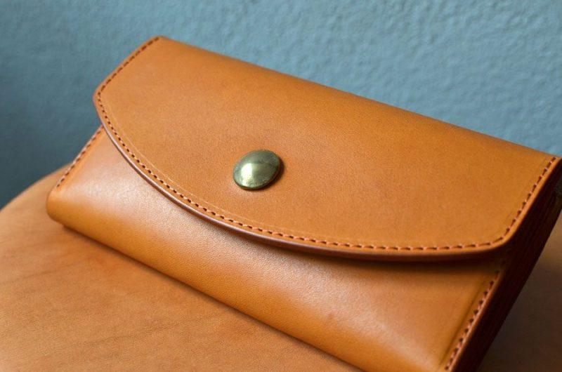 真鍮コンチョ長財布。