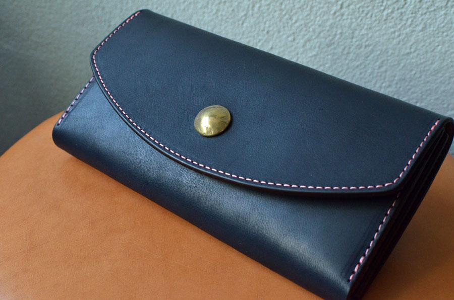 真鍮コンチョ付き長財布