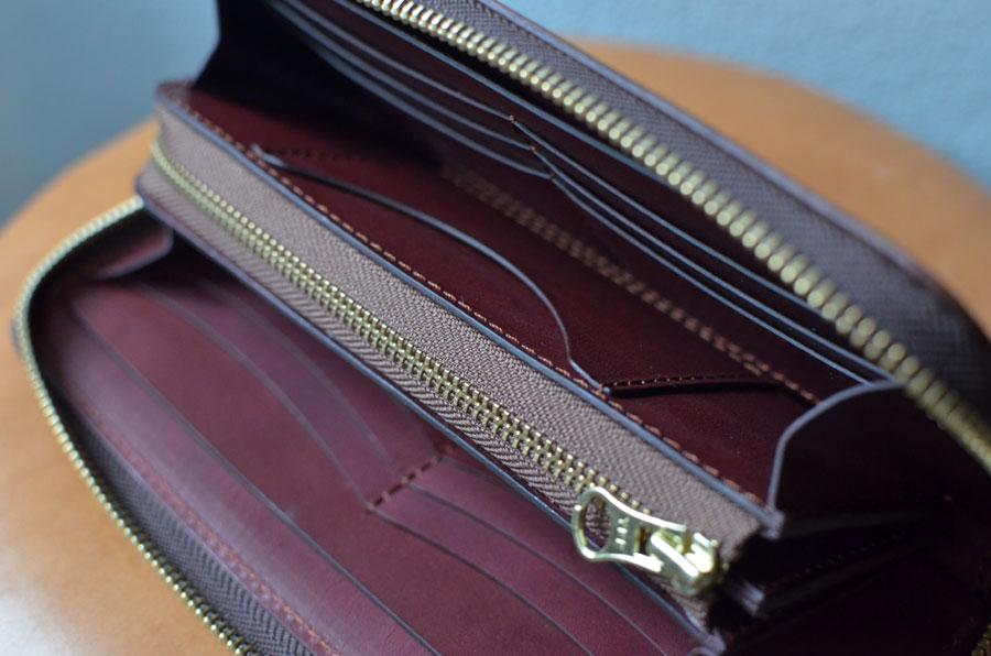 小銭が見やすいファスナー財布。