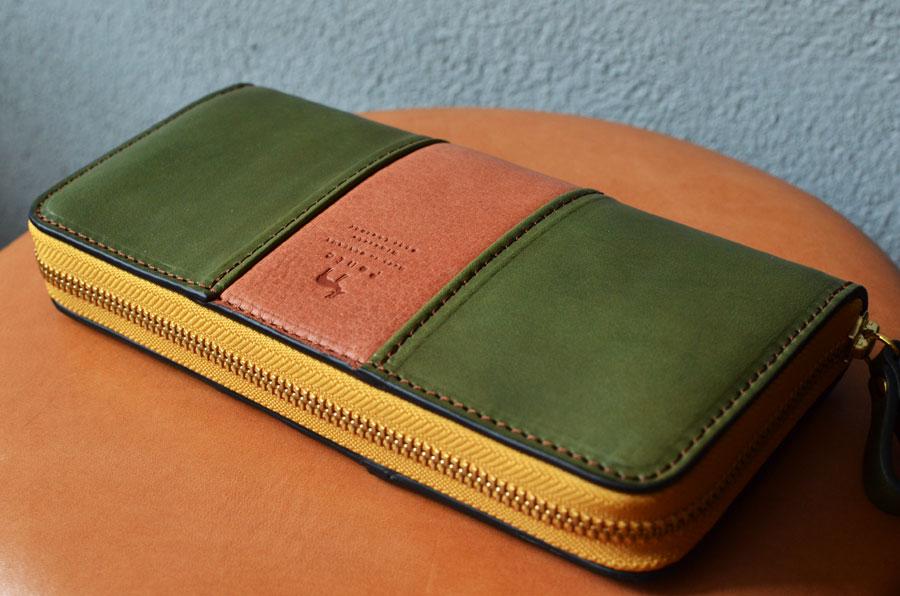 鹿革コラボのラウンドファスナー財布