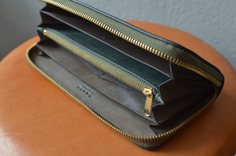 ブルームレザー グリーン グレーラウンドファスナー財布。