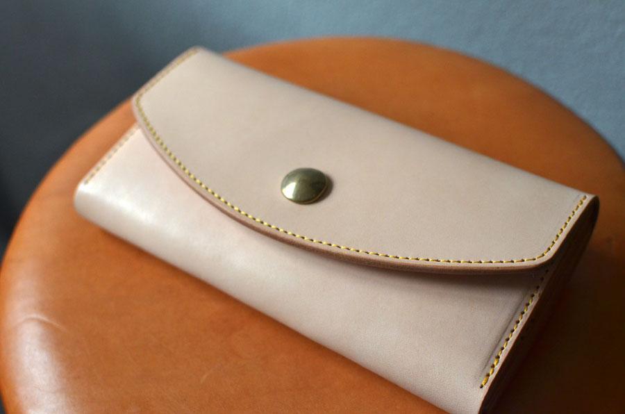 ヌメ革 真鍮コンチョ長財布