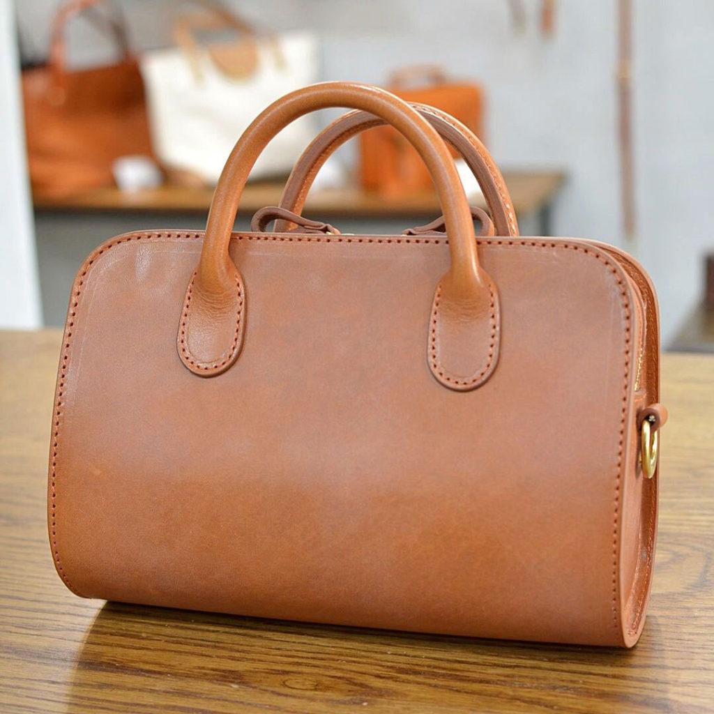 革のミニバッグ